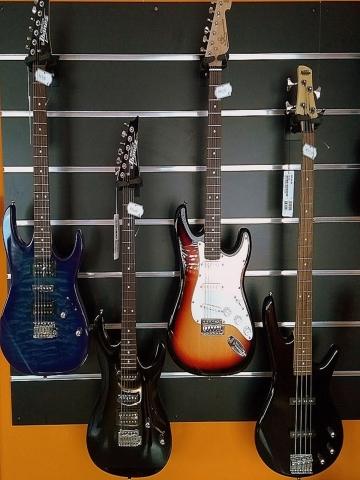 Guitarra Eléctrica y Bajo